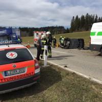 17-03-15_BY_Lindau_Scheidegg_Unfall_Pkw_Lkw_Feuerwehr_Raedler_new-facts-eu0002