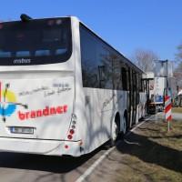 20-03-15_BY-Unterallgaeu_Westerheim_Unfall_Bus-Lkw_Polizei_Poeppel_new-facts-eu0013