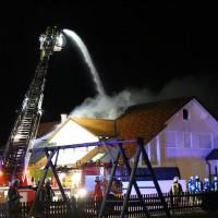 15-04-15_BY_Unterallgaeu_Ottobeuren_Brand_Dachstuhl_Feuerwehr_Poeppel_new-facts-eu0001