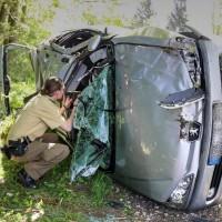 VU-Rpsshaupten-Halblech-OAL 1-Fahrerin-schwerverletzt-eingeklemmt-Autp deformiert-Feuerwehr-Rettungsdienst-Rettungshubschrauber-Ostallgäu-Bringezu (38)_tonemapped