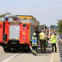 04-08-2015_A96_Memmingen_Stau_Lkw-Unfall_Feuerwehr_Poeppel_new-facts-eu0001