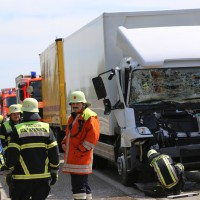 04-08-2015_A96_Memmingen_Stau_Lkw-Unfall_Feuerwehr_Poeppel_new-facts-eu0012