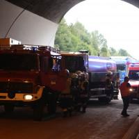 18-08-2015_A96_Kohlbergtunnel_Stetten_Erkheim_Lkw-Unfall_Vollsperrung_Feuerwehr_Poeppel_new-facts-eu0008