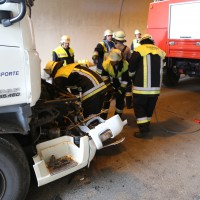 18-08-2015_A96_Kohlbergtunnel_Stetten_Erkheim_Lkw-Unfall_Vollsperrung_Feuerwehr_Poeppel_new-facts-eu0029