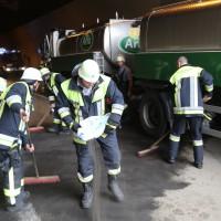 18-08-2015_A96_Kohlbergtunnel_Stetten_Erkheim_Lkw-Unfall_Vollsperrung_Feuerwehr_Poeppel_new-facts-eu0061
