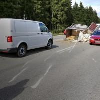 B12-Geisenried-28.09.2015-Viehhänger-Unfall-Teilsperrung-Tiere-verletzt-Feuerwehr Geisenried-Polizei-Bringezu-new-facts (11)