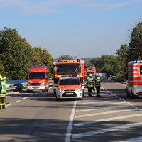 02-10-2015_B312_a7-Berkheim_Lkw-Unfall-drei-Sattelzuege_pkw_feuerwehr_Poeppel0015