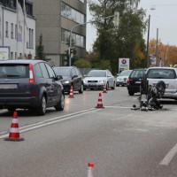 12-10-2015_Memmingen_allgaeuerstrasse_schweizering_Kradunfall_Feuerwehr_Poeppel_new-facts-eu0012