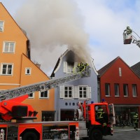 21-10-2015_Memmingen_Zimmerbrand_Theaterplatz_Feuerwehr_Poeppel_new-facts-eu014
