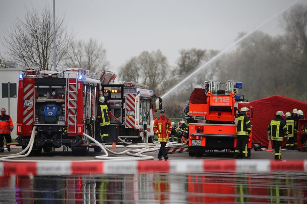 31-10-2015_Biberach_Dettingen-Iller_Chemie_Gefahrgut_Lidl_Feuerwehr_Poeppel_new-facts-eu0024