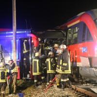 2015_BY_Unterallgaeu_Breitenbrunn_Unfall_Regionalzug_Linienbus_Feuerwehr_Poeppel_new-facts-eu0008