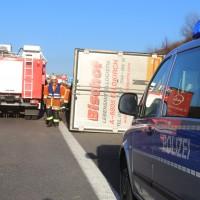 02-12-2015_A96_Kisslegg_Lkw-Unfall_Feuerwehr_Poeppel_new-facts-eu0015