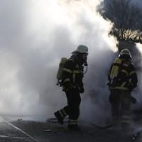 03-01-2016_A7_Memmingen_Unfall_Stau_Pkw-Brand_Feuerwehr_Poeppel_new-facts-eu0006