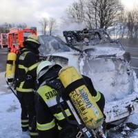 03-01-2016_A7_Memmingen_Unfall_Stau_Pkw-Brand_Feuerwehr_Poeppel_new-facts-eu0019