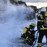 03-01-2016_A7_Memmingen_Unfall_Stau_Pkw-Brand_Feuerwehr_Poeppel_new-facts-eu0021