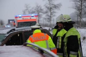 31-01-2016_Unterallgäu_Westerheim_Erkheim_Unfall_Schneeglaette_Feuerwehr_Poeppel_new-facts-eu_mm-zeitung-online_021