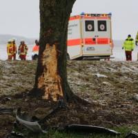31-01-2016_Unterallgaeu_Woerishofen_Unfall_Pkw-Baum_Feuerwehr_Poeppel_new-facts-eu_mm-zeitung-online_018
