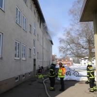 26-02-2016_BY_Memmingen, Wohnungsbrand_Mehrfamilienhaus-Feuerwehr_Polizei_Festnahme_Poeppell_new-facts-eu004
