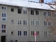 26-02-2016_BY_Memmingen, Wohnungsbrand_Mehrfamilienhaus-Feuerwehr_Polizei_Festnahme_Poeppell_new-facts-eu007