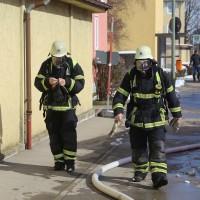 26-02-2016_BY_Memmingen, Wohnungsbrand_Mehrfamilienhaus-Feuerwehr_Polizei_Festnahme_Poeppell_new-facts-eu019
