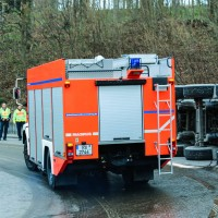02-04-2016_Ravensburg_Hinstobel_Guelle-Lkw_Unfall_Feuerwehr_Bergung20160402_0001
