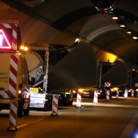 08-04-2016_A96_Erkheim_Stetten_Kohlbergtunnel_Schwertransporte_stecken_fest_Polizei_Poeppel20160408_0027