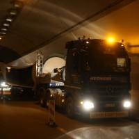 08-04-2016_A96_Erkheim_Stetten_Kohlbergtunnel_Schwertransporte_stecken_fest_Polizei_Poeppel20160408_0112