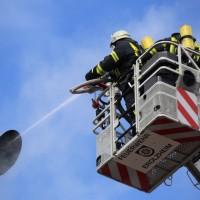19-04-2016_Biberach_Gutenzell_Brand_Silo_Saegemehl_Feuerwehr_Poeppel20160419_0125