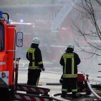 19-04-2016_Biberach_Gutenzell_Brand_Silo_Saegemehl_Feuerwehr_Poeppel20160419_0137