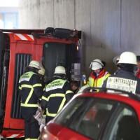 26-04-2016_Unterallgäu_Buxheim_Autobahnbruecke_Kipper_Unfall_Feuerwehr_Poeppel_0007