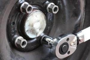 Radwechsel01 auto rad reifen