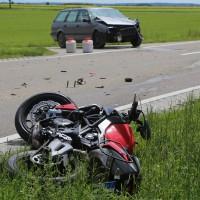 20-05-2016_Guenzburg_Kettershausen_Motorrad-Unfall-Feuerwehr_Polizei_Poeppel_0001