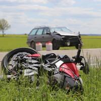 20-05-2016_Guenzburg_Kettershausen_Motorrad-Unfall-Feuerwehr_Polizei_Poeppel_0002