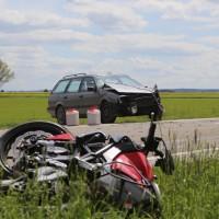 20-05-2016_Guenzburg_Kettershausen_Motorrad-Unfall-Feuerwehr_Polizei_Poeppel_0003