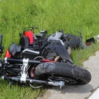 20-05-2016_Guenzburg_Kettershausen_Motorrad-Unfall-Feuerwehr_Polizei_Poeppel_0007