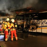 26-05-2016_Unterallgaeu_Bad-Woerishofen_Brand_Reisebus_Parkhaus_Feuerwehr_Poeppel_0049