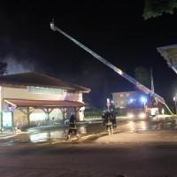 26-05-2016_Unterallgaeu_Bad-Woerishofen_Brand_Reisebus_Parkhaus_Feuerwehr_Poeppel_0060