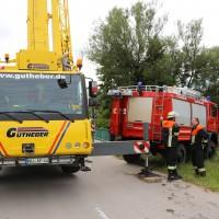 03-07-2016_Unterallgaeu_Tafertshofen_Pkw_Bach_Wasserwacht_BRK_Feuerwehr_Poeppel_0098
