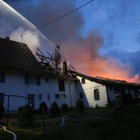 05-07-2016_Unterallgaeu_Ottobeuren_Buehl_Brand_Bauernhof_Feuerwehr_Poeppel_0033