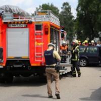 28-07-2016_B300_Heimertingen_Unfall_Lkw_Pkw_Schwerverletzt_Feuerwehr_Poeppel_0003