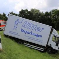 28-07-2016_B300_Heimertingen_Unfall_Lkw_Pkw_Schwerverletzt_Feuerwehr_Poeppel_0005