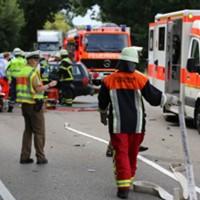 28-07-2016_B300_Heimertingen_Unfall_Lkw_Pkw_Schwerverletzt_Feuerwehr_Poeppel_0007