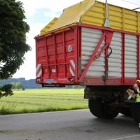 03-08-2016_Unterallgaeu_Ettlingen_Siebnach_Unfall_Pkw_Traktor_Feuerwehr_Poeppel_0020
