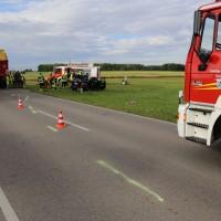 03-08-2016_Unterallgaeu_Ettlingen_Siebnach_Unfall_Pkw_Traktor_Feuerwehr_Poeppel_0023