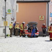30-08-3016_BY_Unterallgaeu_Heimertingen_B300_MHD_Unfall_ELRD_Hausmauer_Feuerwenr_Poeppel_0015