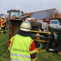 01-09-2016_Biberach_Erlenmoos_Betriebsunfall_Radlader_Feuerwehr_Poeppel_0004