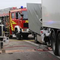 20161114_A7_Dietmannsried_Leubas_Kleinlaster_Sattelzug_Unfall_Feuerwehr_Poeppel_new-facts-eu_016