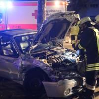20161122_Memmingen_Unfall_Dr-Karl-Lenz-Strasse_Pkw_Feuerwehr_Polizei_Poeppel_new-facts-eu_004