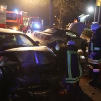 20161122_Memmingen_Unfall_Dr-Karl-Lenz-Strasse_Pkw_Feuerwehr_Polizei_Poeppel_new-facts-eu_012