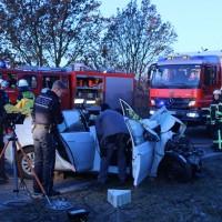 20161129_Biberach_Burgrieden_Bronnen_Frontalzusammenstoss_Feuerwehr_Poeppel_new-facts-eu_005